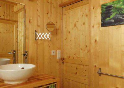 La salle de bain en bois